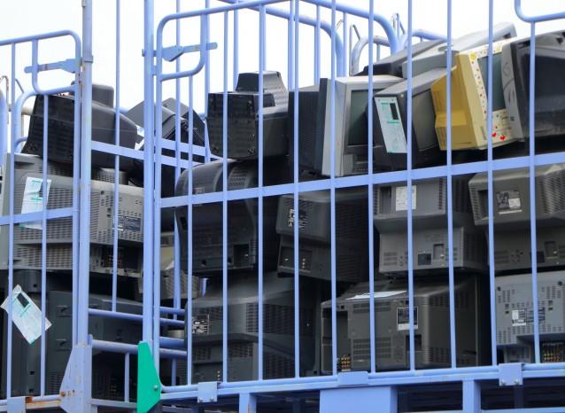 日本のリサイクル法:家電リサイクル法 その2 〜企業から出る家電はどうやって処分するの?〜